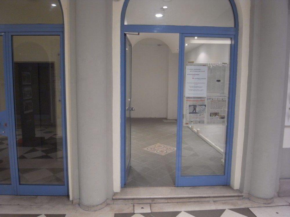 Negozio in Galleria Rossoni