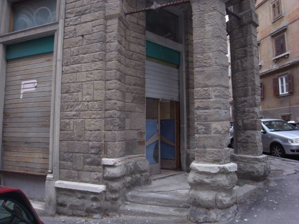 Locale commerciale a Roiano