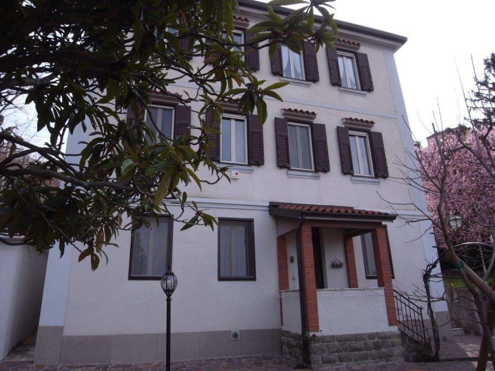 Villa d'Epoca Restaurata – zona Commerciale