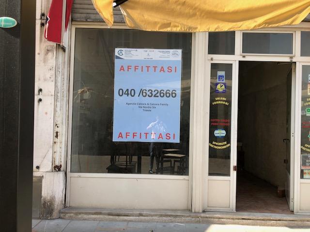 Locale Commerciale Piazza Ponterosso – Via Genova