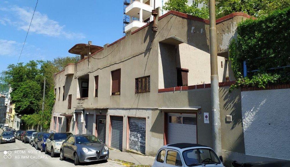 Appartamento indipendente con lastrico solare e vista mare